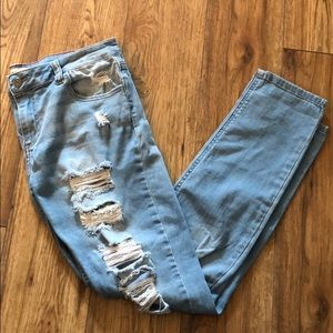 Denim - 🎀2 for $20 - Light Wash Ripped Jeans